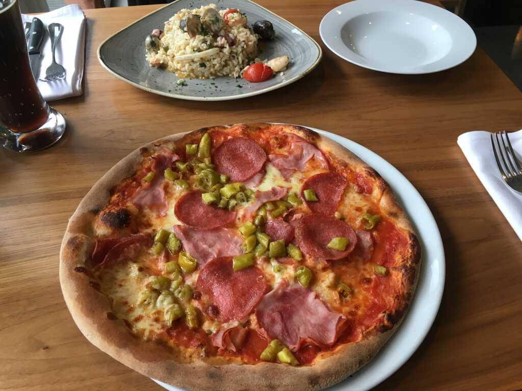 Pizzabote pelzig üppig foto 2