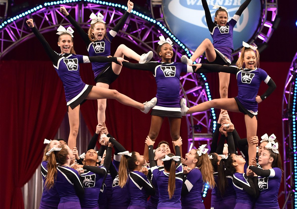 Crossdressing als cheerleader foto 2