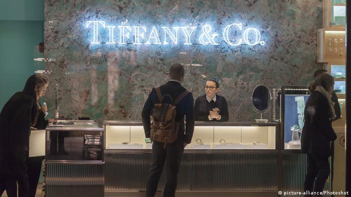 Tiffany wird verrückt hinter ihrem chef foto 2