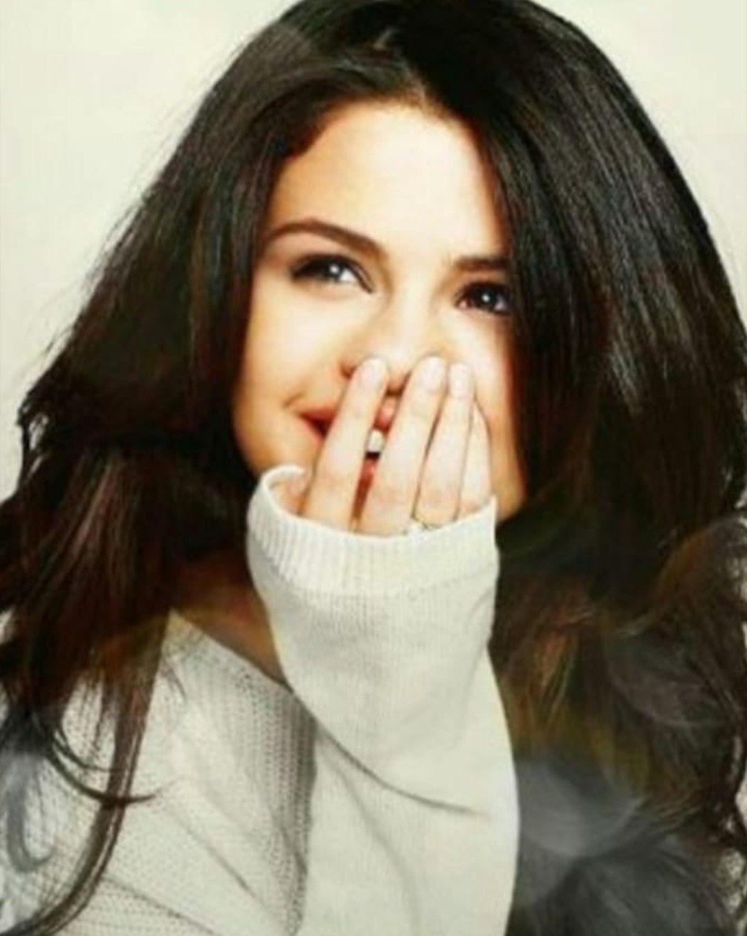 Selena gomez fingert promi foto foto 2