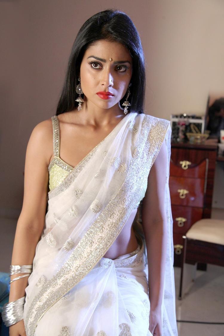 Pavithra telugu filmkritik shriya roja tanikella