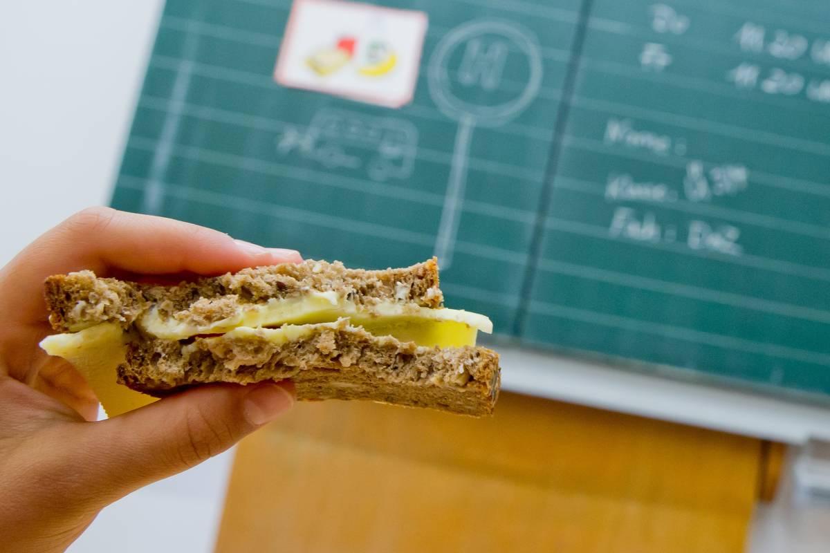 Prügel studenten videos von bösen snack
