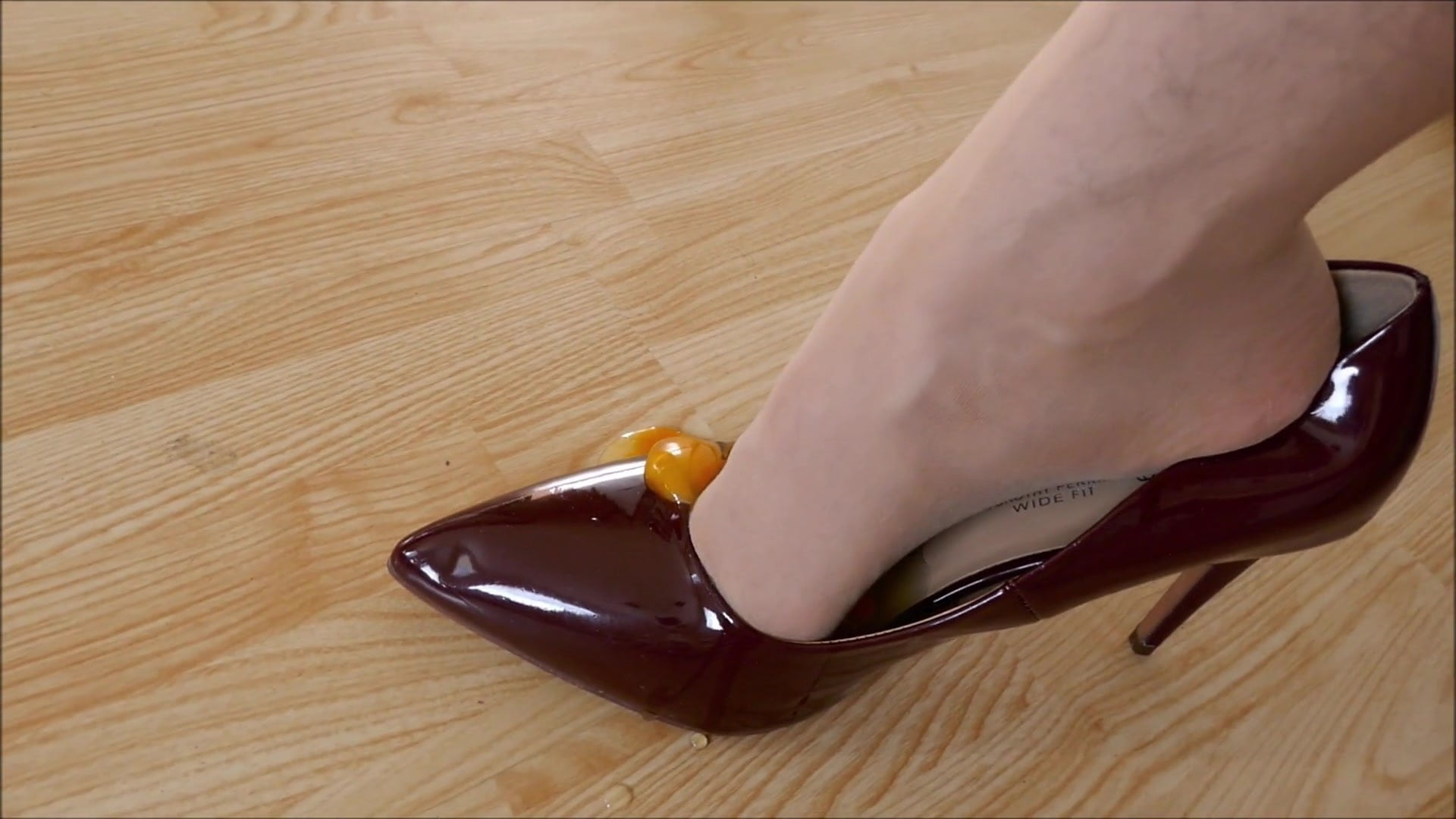 Sperma in high heels stiletto pumps foto 2