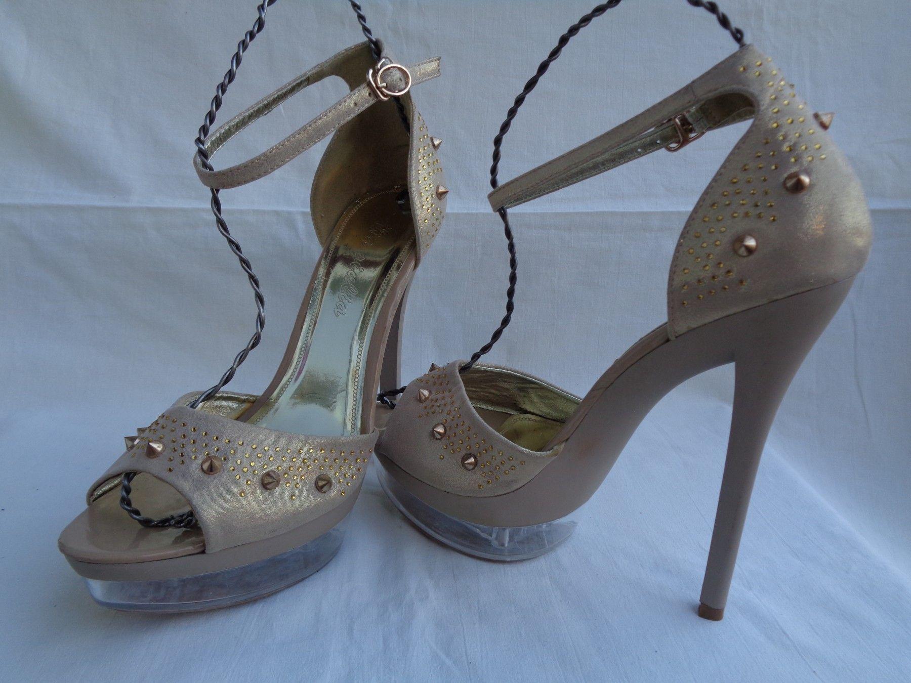 Sperma in high heels stiletto pumps