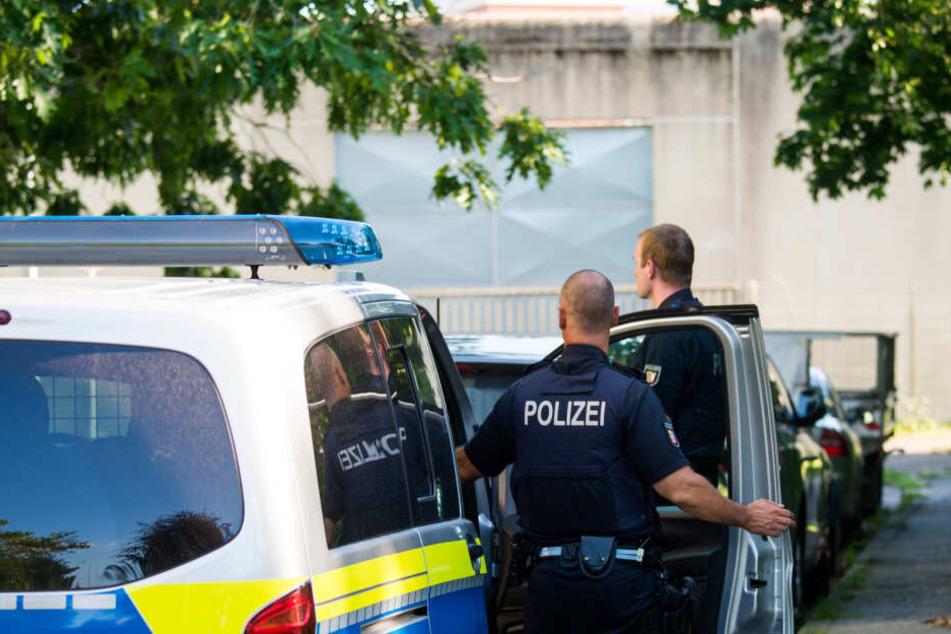 Weibliche polizisten nackte männliche gefangene foto 2